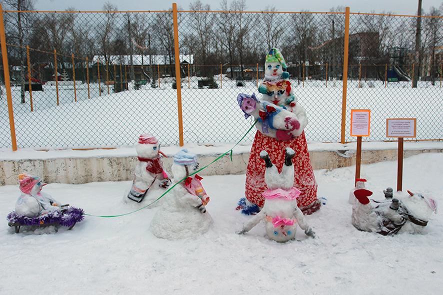 Снеговики в парке