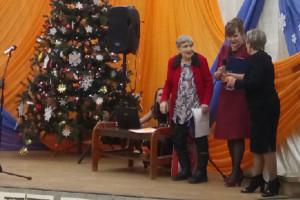 Поздравление одному из директоров Детско-юношеского центра Генриетте Титовой (слева).