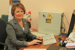 Опытнейший корректор Елена Михайловна Медникова проработала  в редакции почти сорок лет. Кстати, по образованию она тоже учитель иностранных языков.