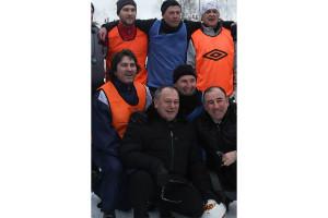Спортсмены и организаторы: снимок на память после напряжённых матчей.