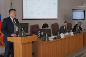 На сессии горсовета замглавы Северодвинска по городскому хозяйству Олегу Лобачеву пришлось держать ответ перед депутатами.