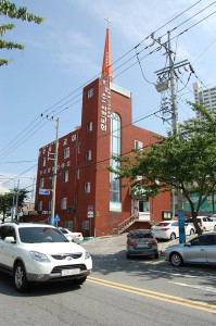 Южная Корея — многоконфессиональная страна. Католический храм в Йосу.