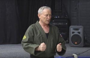 В рамках турнира президент областной федерации рукопашного боя Владимир Рудаков продемонстрировал приёмы самозащиты.