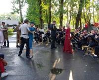 Решение о передаче сквера Ветеранов в оперативное управление парка культуры и отдыха на минувшей сессии горсовета депутатов не принято.