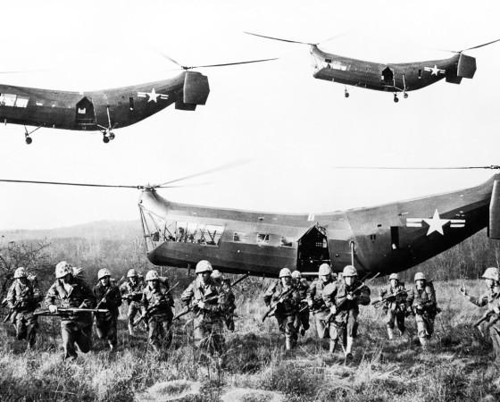 Одна из высадок десанта «южан» с американских вертолётов.