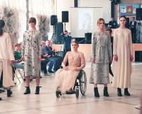 Принцесса Марина Военнова на подиуме. В этом платье девушка отправится на свой выпускной бал в этом году.