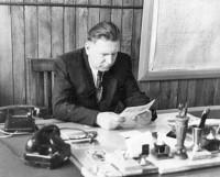 Е.П. Егоров был директором завода с февраля 1952-го по февраль 1972 года. Под его руководством завод превратился в мощное предприятие с самыми совершенными технологическими процессами в постройке заказов. Именно поэтому заводу поручили освоение и строительство атомных подводных кораблей.