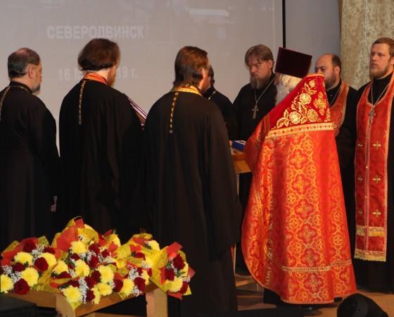 Мероприятие началось с молебна, который провёл протоиерей Евгений Соколов, руководитель миссионерского отдела Архангельской митрополии.