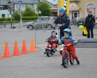 На беговелах малыши могут ездить с самого раннего возраста. И даже побеждать в гонках!