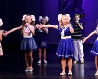 Детские коллективы Дома корабела творческими номерами поздравили гостей с Днём семьи.