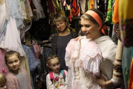 Дарья Басова провела экскурсию по закулисью.