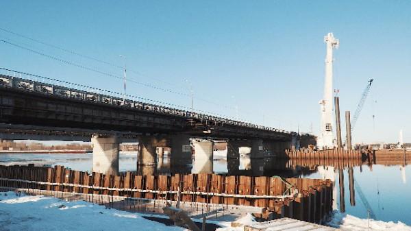 После ввода в эксплуатацию нового объекта старый мост будет            демонтирован.