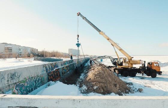 Набережная имени Александра Зрячева. Специалисты укрепляют                    571 метр от улицы Северной до проспекта Бутомы.