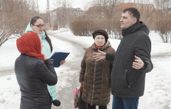 Начальник отдела туризма Я. Заостровцева и участники этого года С. Головкина и А. Попов обсудили условия второго сезона проекта .