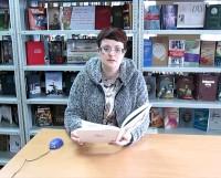 В библиотеке «Мир знаний» провели громкие чтения книги Валерия Мусаханова «За дальним поворотом». Читает библиотекарь Людмила Федишена.
