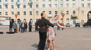 Вальс Победы от участников ансамбля бального танца «Эос» Анелии Павловской и Артёма Скрипова.