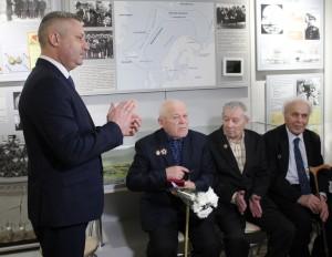 Глава Северодвинска Игорь Скубенко на встрече с ветеранами в городском музее.