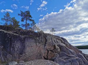 Природа на берегу Белого моря в Карелии очень отличается от пейзажей нашего побережья.